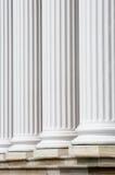 Columnas blancas y pasos de progresión Fotos de archivo