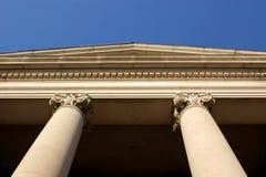 Columnas clásicas del edificio Fotografía de archivo libre de regalías