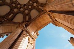 Columnas clásicas en San Francisco imágenes de archivo libres de regalías