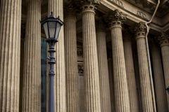 Columnas de alivio de la catedral fotos de archivo libres de regalías