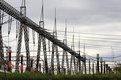 Columnas de alto voltaje Imagen de archivo libre de regalías