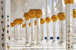 Columnas de jeque Zayed Mosque en Abu Dhabi, UAE Imagen de archivo