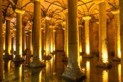 Columnas de la cisterna de la basílica fotografía de archivo libre de regalías