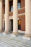 Columnas de la entrada de la biblioteca de Harvard Fotografía de archivo libre de regalías