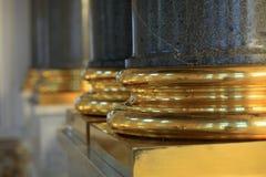 Columnas de la escalera principal del palacio del invierno Fotografía de archivo libre de regalías