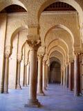 Columnas de mármol y arcos de Kairouan fotografía de archivo libre de regalías