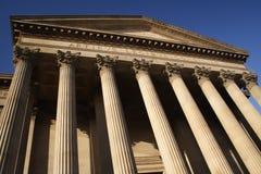 Columnas de un palacio de justicia Imagenes de archivo