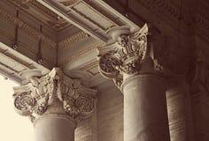 Columnas del Corinthian de la basílica de San Pedro en Vaticano Foto de archivo libre de regalías