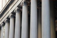 Columnas del edificio en Manhattan más baja, New York City Imagen de archivo