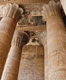 Columnas del papiro en el templo de Edfu imagen de archivo libre de regalías