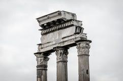 Columnas dentro del foro Romanus Imágenes de archivo libres de regalías