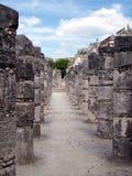 Columnas en Chichen-Itza, México Foto de archivo