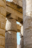 Columnas en el templo de Karnak en Luxor, Egipto Imagenes de archivo
