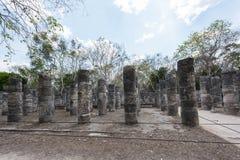 Columnas en el templo de los guerreros en Chichen Itza, Yucatán, México Fotos de archivo libres de regalías