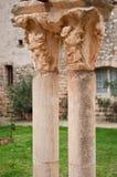 Columnas en la abadía de Fontcaude Imagenes de archivo