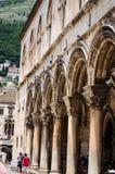 columnas en la ciudad vieja de Dubrovnik Foto de archivo