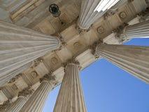 Columnas históricas del edificio del Tribunal Supremo de los E.E.U.U. Imágenes de archivo libres de regalías