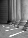 Columnas iónicas (blancos y negros Imagen de archivo