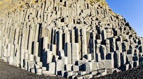 Columnas Islandia de la roca del basalto Fotos de archivo