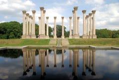 Columnas nacionales del capitolio reflejadas Imagen de archivo libre de regalías