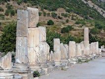 Columnas que alinean una calle antigua Foto de archivo