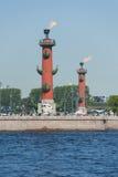 Columnas rostrales, St Petersburg, Rusia Fotos de archivo