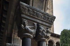 Columnas Santa Maria Ripoll de los capitales Imagen de archivo