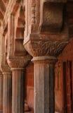 Columnas talladas en el templo de la tumba del Akbar, la India Fotos de archivo libres de regalías