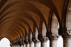 Columnas y arcos Imágenes de archivo libres de regalías