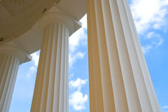 Columnas y cielo Imagen de archivo libre de regalías