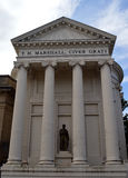 Columnas y pedestal iónicos en el frente del museo y de Art Gallery, Perth, Escocia de Perth Foto de archivo