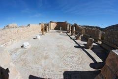 Columnata de las ruinas del templo antiguo Imagen de archivo libre de regalías
