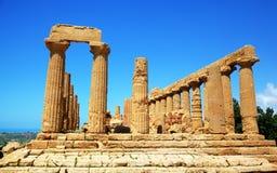 Columnata del templo de Hera (Juno) en Agrigento. Fotografía de archivo