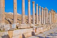 Columnata romana en Jerash, Jordania Foto de archivo libre de regalías