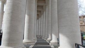 Columnatas de la plaza San Pedro Foto de archivo libre de regalías