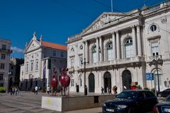 Columned Gebäude lissabon portugal Lizenzfreies Stockfoto
