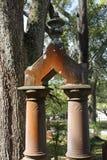 Columned Grafsteen Stock Foto