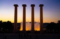 Columnes dichtbij Magische Fontein Montjuic, Barcelona, Catalonië, Kuuroord stock foto's