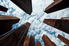 Colums corrosi veduti dalla prospettiva della rana Fotografia Stock Libera da Diritti