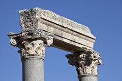 Colums dans la porte occidentale de l'agora Photo stock
