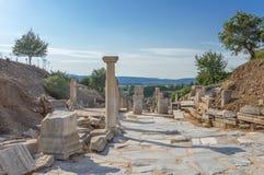 Colums op marmeren straat in Ephesus Royalty-vrije Stock Foto's