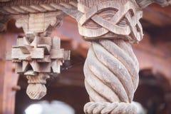 Coluna cinzelada de madeira fotos de stock