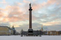 Coluna de Alexander no quadrado do palácio fotografia de stock royalty free