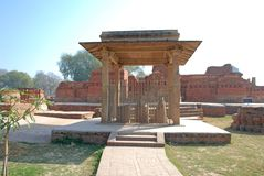 Coluna de Ananda Stupa e de Asokan em Kutagarasala Vihara, Vaishali, foto de stock