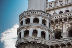 Coluna de charminar com teste padrão dos lótus, Hyderabad Fotografia de Stock