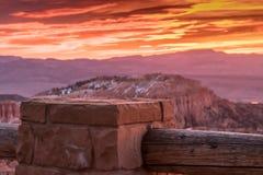 Coluna de pedra da cerca no nascer do sol Fotos de Stock