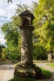 Coluna de pedra velha da estrada Foto de Stock
