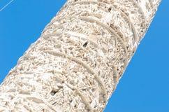 A coluna de Titus, Roma, que é descrição intrincadamente cinzelada imagem de stock