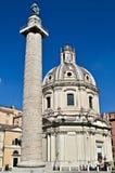 A coluna de Trajan e e a Santa Maria di Loreto em Roma Foto de Stock Royalty Free