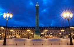 A coluna de Vendome, o lugar Vendome na noite, Paris, França fotos de stock royalty free